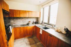Detail-kuchyne-na-chate-Woodpark