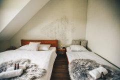 Troj-posteľová-izba-Woodpark