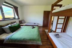 5-posteľová-spálňa-na-chate-Olejkárka