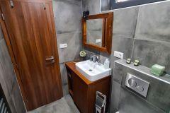 Dolná-kúpeľňa-na-chate-Olejkárka