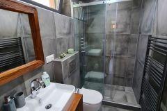 Dolná-kúpeľňa-na-chate