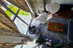 Pohľad-z-galérie-na-obývačku