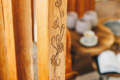 Ornamenty-na-schodoch-chaty-Woodpark