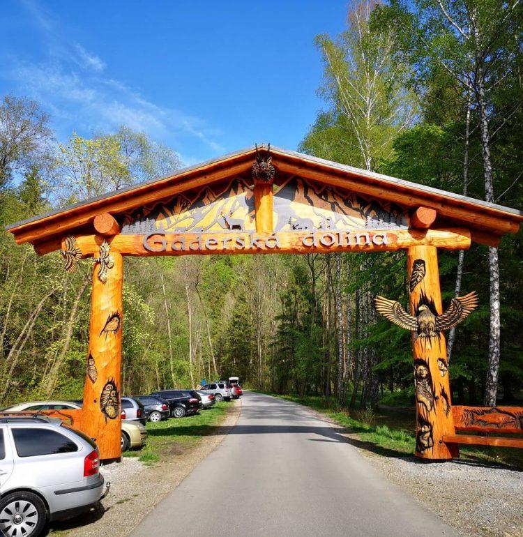 Brána pri vstupe Gaderskej doliny