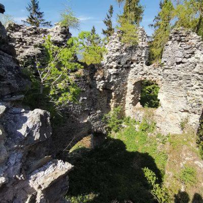 Zachovala sa aj stará brána z polovice 15. storočia, na ktorej vidno zvyšky prevetu – stredovekého záchodu.