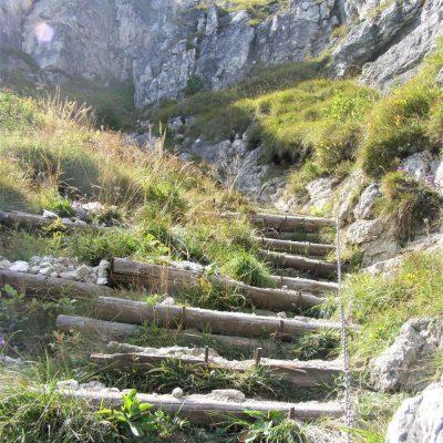Chodník schodov na Ostrú
