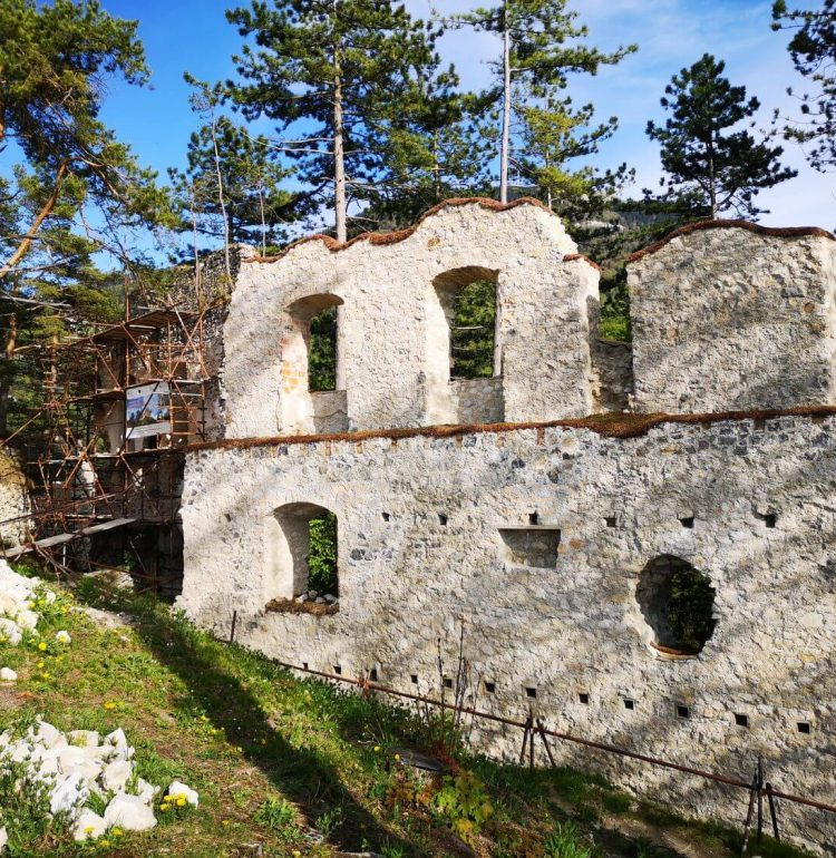 Časť steny hradu Blatnica