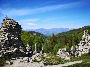 Nádvorie hradu Sklabina