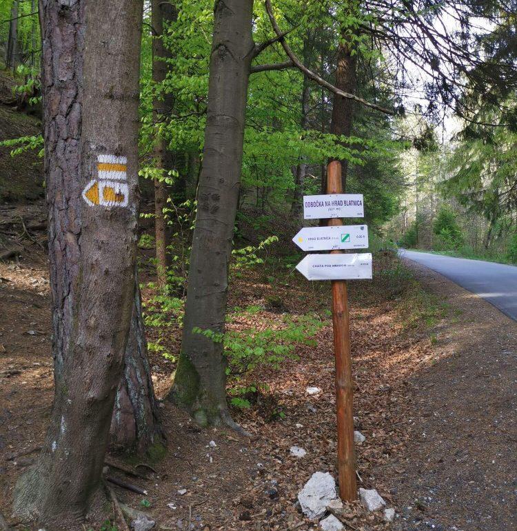 Turistický chodník na hrad Blatnica v Gaderskej doline