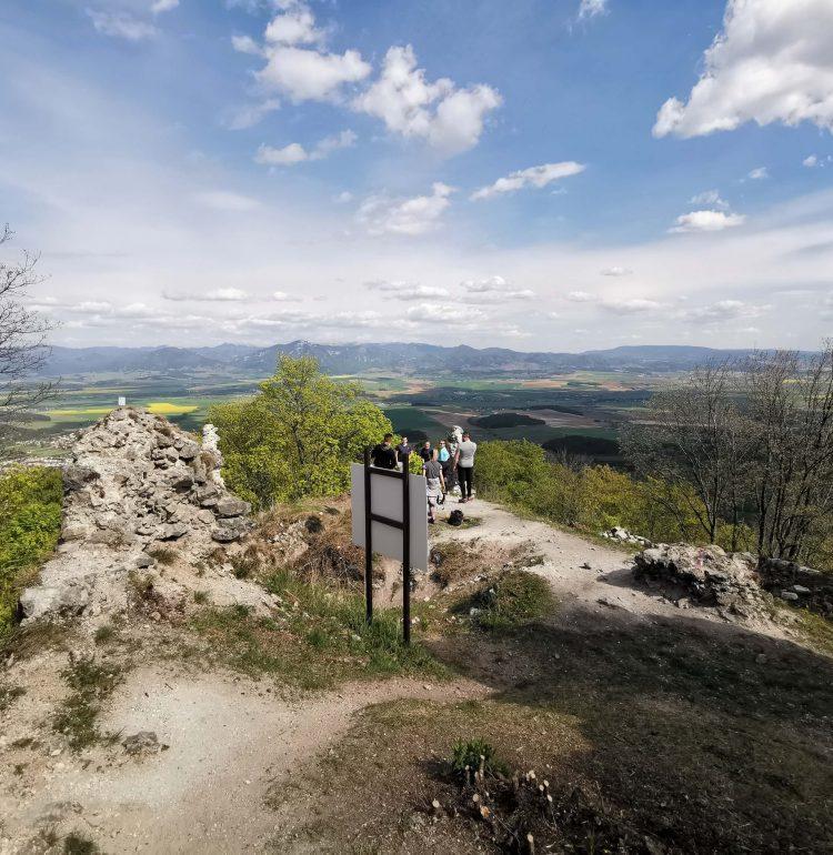 Výhľad z hradu Zniev