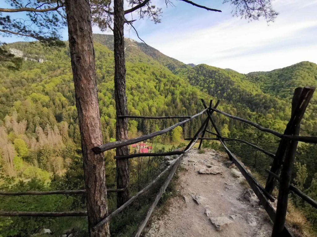 Výhľad na Gaderskú dolinu a vrchy Tlstá a Ostrá