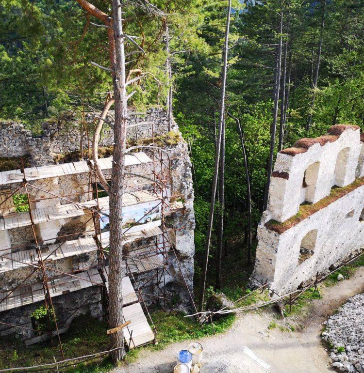 Hradby zrúcaniny Blatnicého hradu