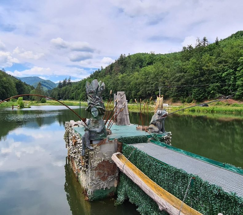 Valcianske jazero s postavičkami