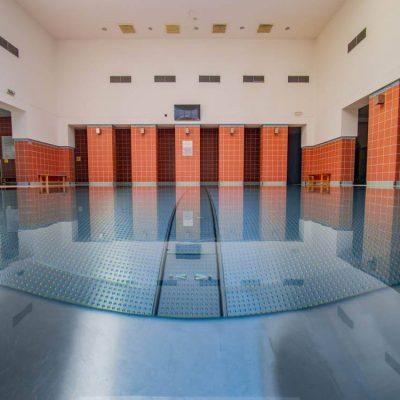 Červený relaxačný bazén v SPA Turčianské Teplice