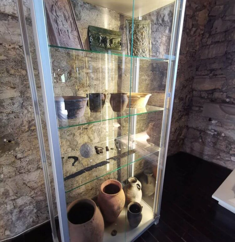 Artefakty hradu Strečno