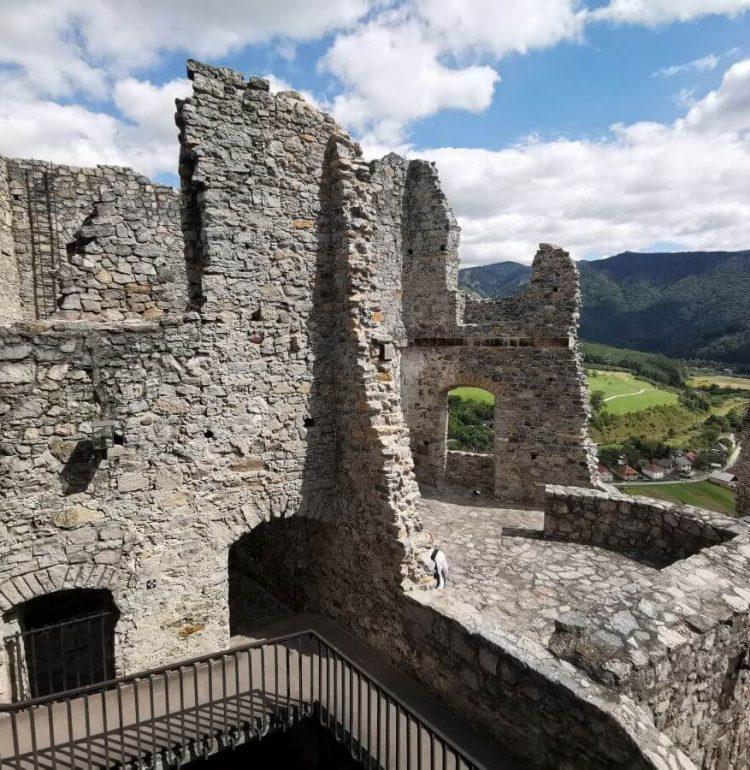Hrad Strečno hradne múry