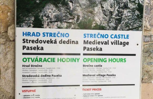 Informačná tabuľa na hrade Strečno