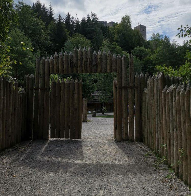 Vstup do stredovekej dediny Paseka